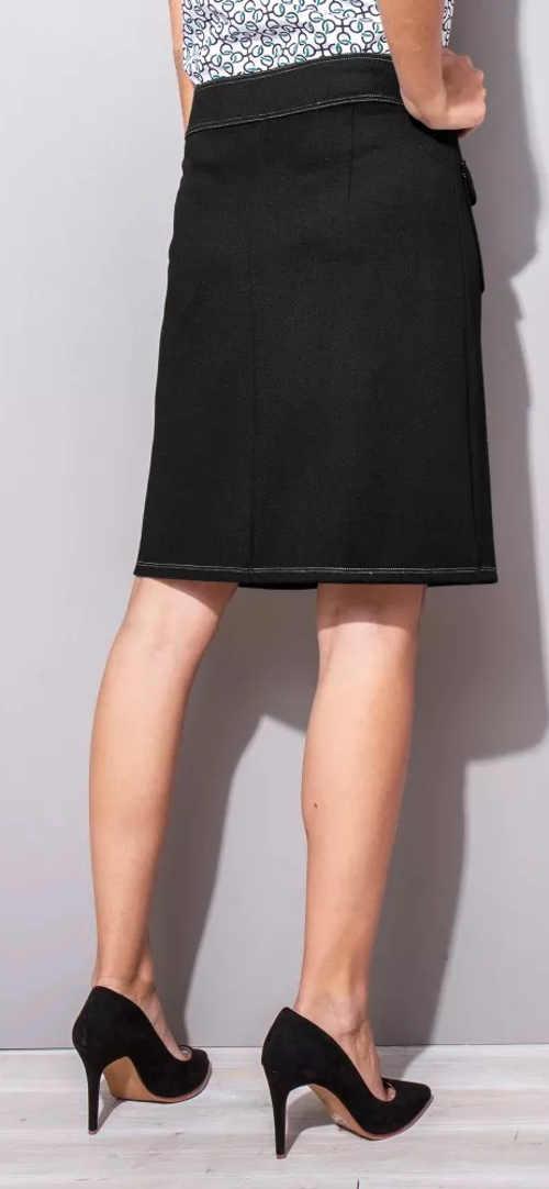 Zlevněná černá sukně ke kolenům
