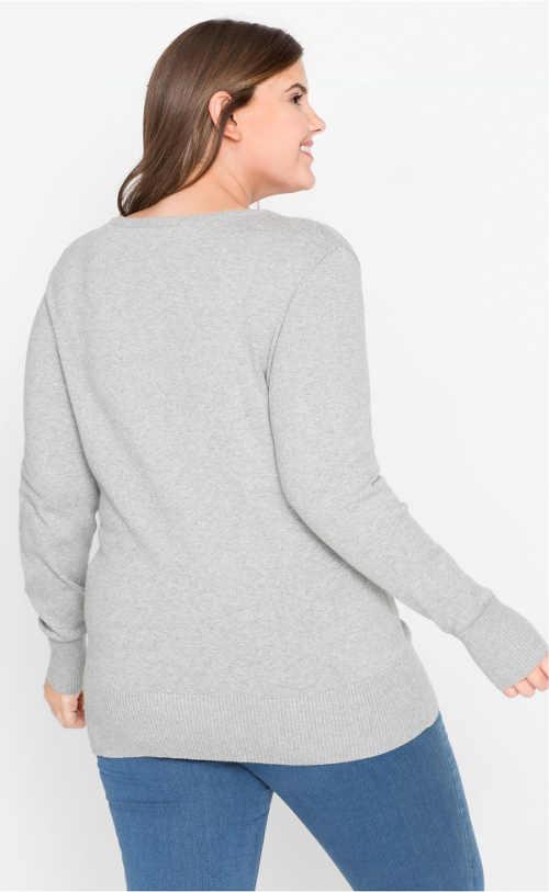 Lehký šedý svetr pro baculky