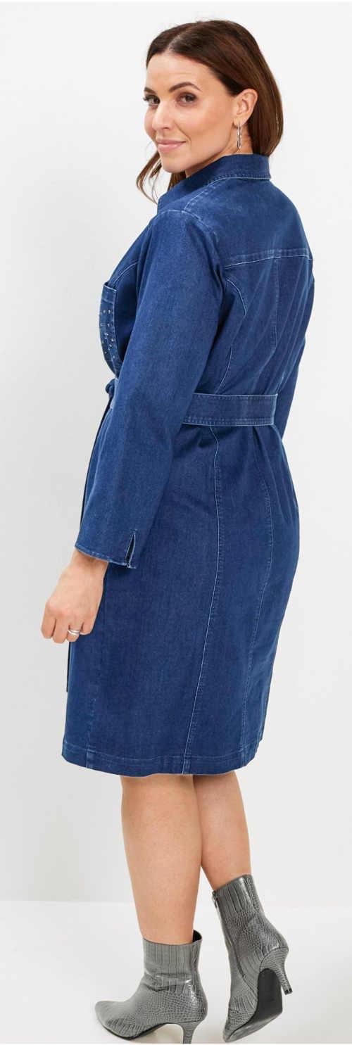 Riflové dámské šaty s opaskem a délkou ke kolenům