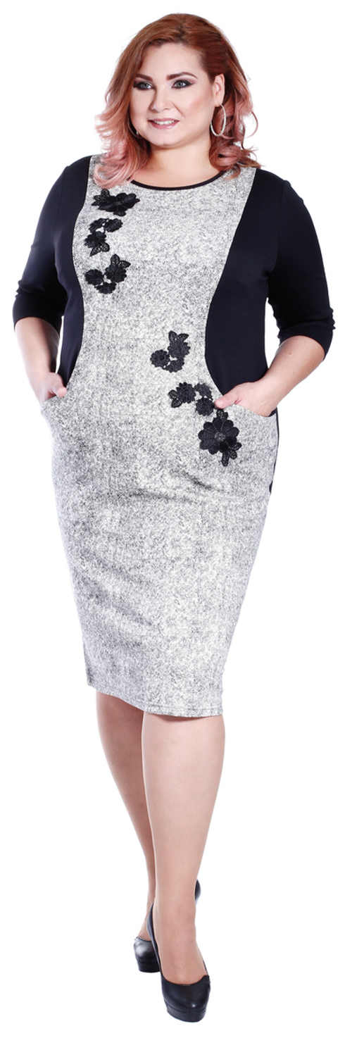 Zajímavé šaty pro plnoštíhlé s květinovou výšivkou a kapsa