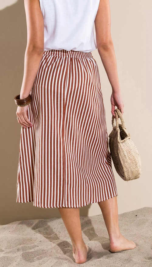 Pohodlná delší hnědobílá pruhovaná dámská sukně