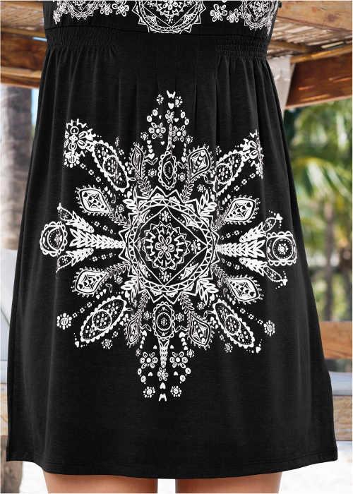 Letní dámské šaty v nadčasovém provedení
