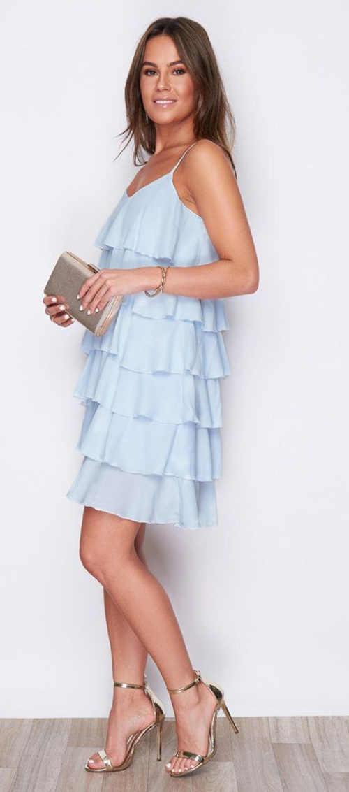 Světle modré šaty s volány