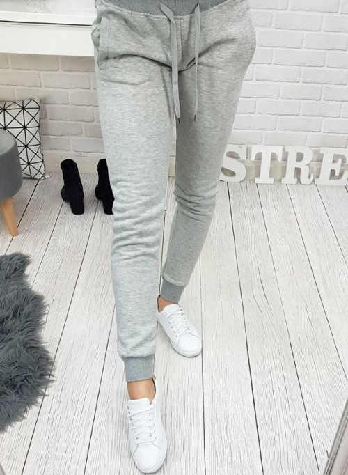 praktické a pohodlné teplákové kalhoty