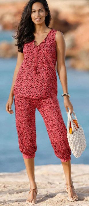 Červené tříčtvrťáky s podkasanými nohavicemi