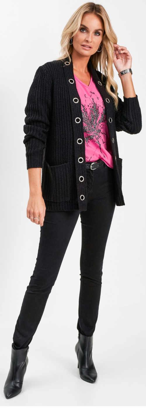 Růžové tričko s potiskem pod černý svetr