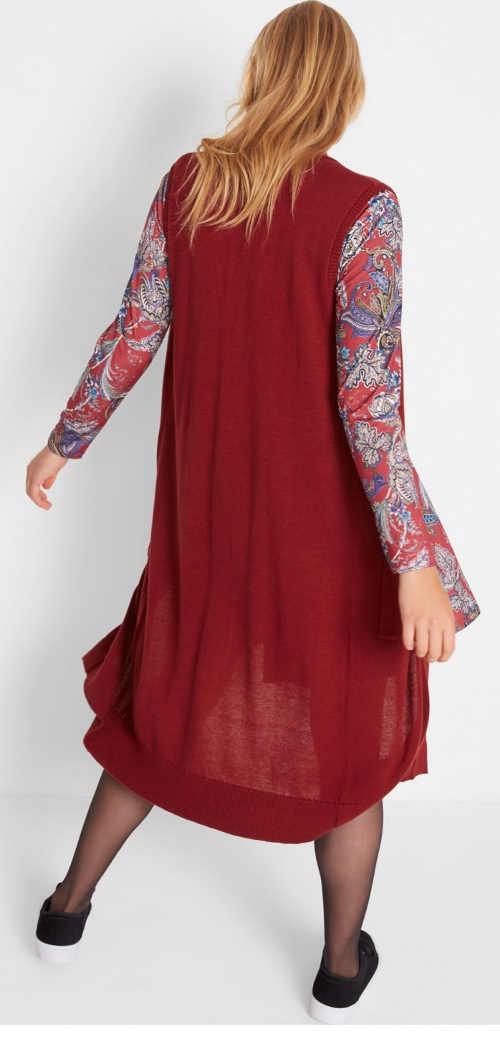 červená pletená vesta z příjemného materiálu