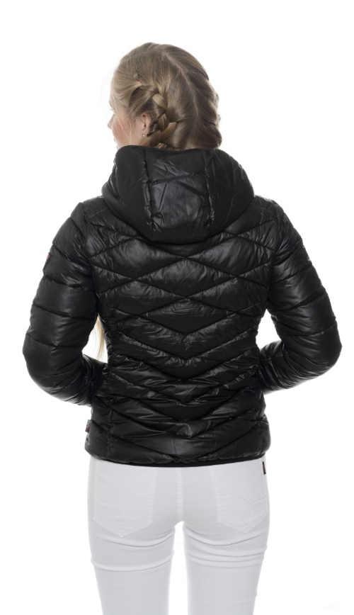 prošívaná bunda do pasu s integrovanou kapucí