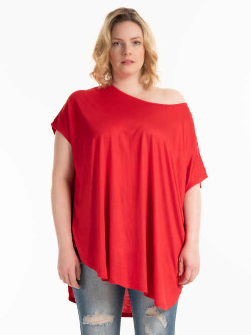 červené tričko s krátkým rukávem