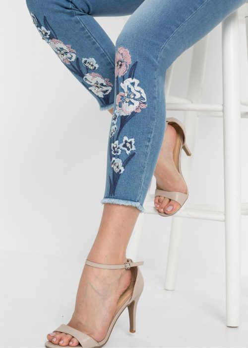 džíny v moderním a pohodlném střihu
