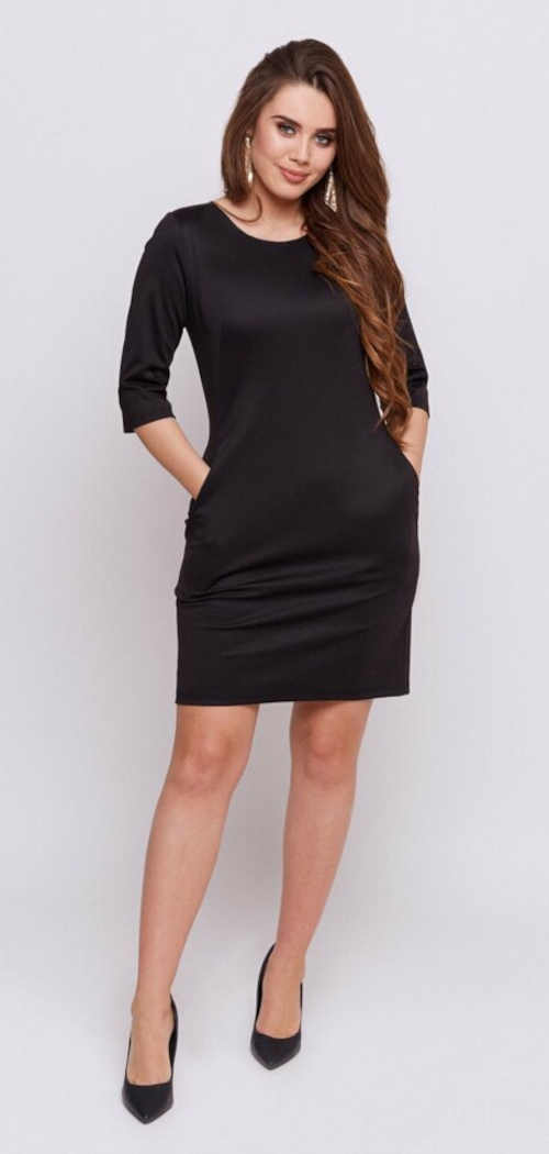 moderní černé šaty lichotící postavě