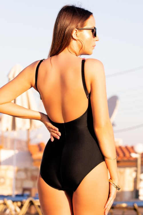 moderní plavky vcelku z kvalitní látky
