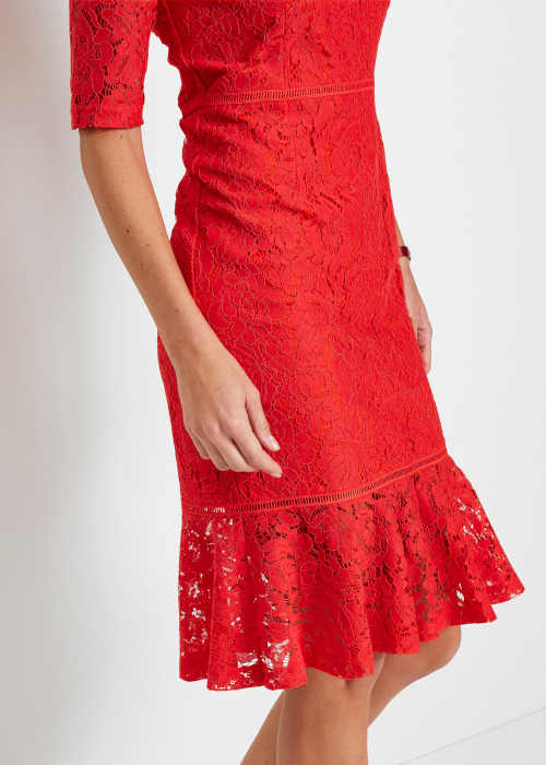 dámské šaty z krajky s volánem