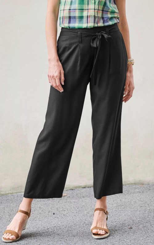 jednobarevné širší kalhoty s páskem