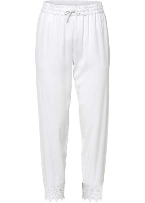 Bílé kalhoty v komfortní 3/4 délce s krajkovým lemem