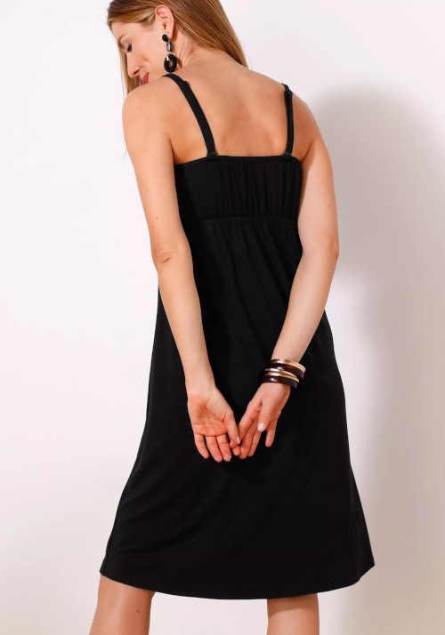 černé vzdušné šaty s nařasením