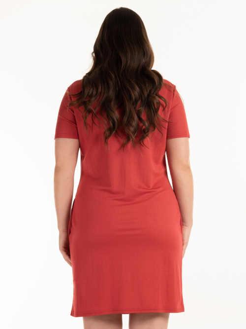 stylové šaty v červeném provedení