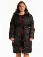 Dlouhá černá dámská zimní prošívaná bunda s páskem