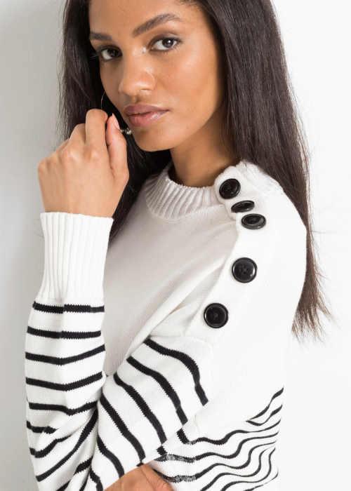 dámský pulovr zdobený knoflíky