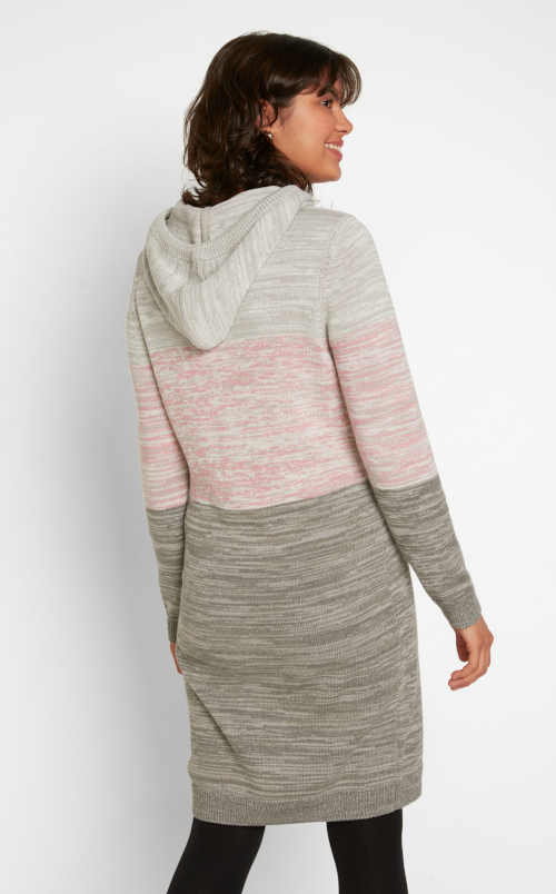 šaty s kapucí a dlouhým rukávem